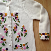 Vintage Embroidered Cream Floral Sweater by Glamour Knit / Size 40 / Cardigan / Acrylic Fiber