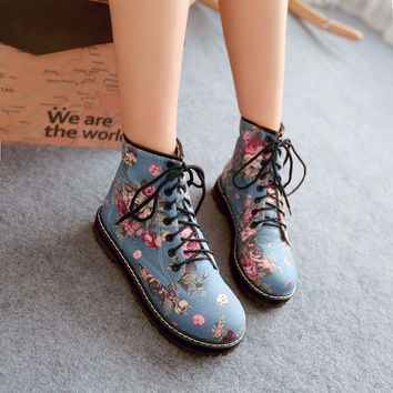 Round Toe Block Heel Lace Up Floral Martens