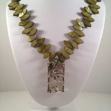 Shell Beaded Mother of Pearl Shell Pendant Necklace, Green Shell Necklace, Beaded Necklace,