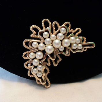 Crown Trifari Vintage Cluster Pearl Organic Modernist Gold Plate Brooch Pin 1970s