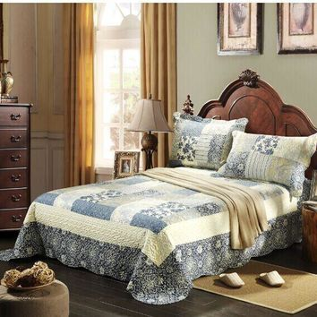 Tache 2-3 Piece Floral Blue Coastal Seaside Villa Reversible Bedspread Quilt Set (SD2835)