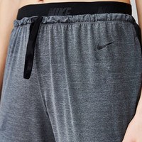 Nike Cool Touch Cropped Dance Pant - Urban Outfitters