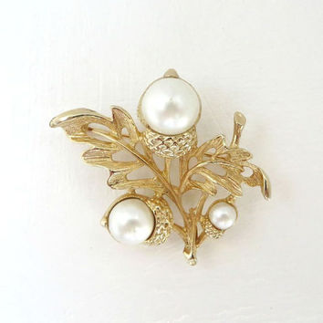 AVON Acorns Brooch Faux Pearls Gold Tone Leaf Pin or Pendant 1970s Costume Jewelry