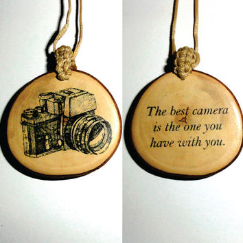 New Retro Style Antique Lovely Camera Pendant Necklace - Vintage Fashion Wood Slice Disc Pendant Necklace - Retro Photographer Jewelry Gift.