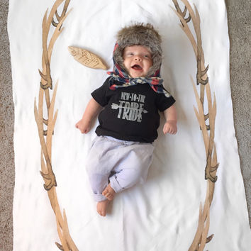 Horns wreath swaddle - milesotne blanket - wreath swaddle - newborn to 1 year photo prop - baby photography - rustic antler swaddle blanket
