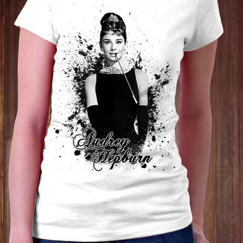 Audrey Hepburn Women T-Shirt - Black and White Design Audrey Hepburn Movie T-Shirt - All Color Available )