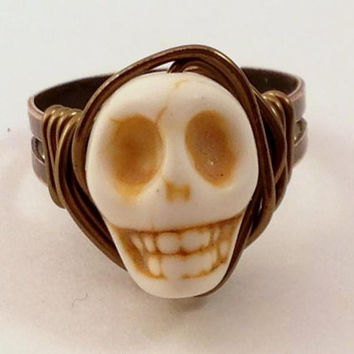 Cream Skull Ring - Cream and Copper Ring - Adjustable Ring - Halloween Ring - Horror Jewelry - Day of the Dead - Howlite Skull Ring