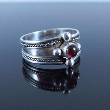 Vintage Garnet Ring, Sterling Silver Native American Ring, Navajo Ring, Vintage Red Garnet Ring, Vintage Southwest Ring,  Size 7.25