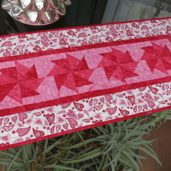 Quilted Table Runner Valentine Hearts 674