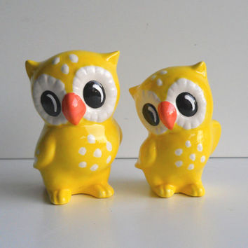 Ceramic Love Owl Figurines Vintage Design in Yellow Cake Topper