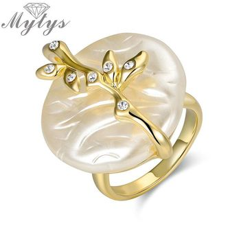 Mytys Artificial Freshwater Pearl Ring Gold Color GP Plant Design Rings for Women Bridal Wedding Bridal Anniversary Party R1914