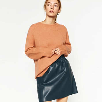 FAUX LEATHER SKIRT DETAILS