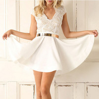 SHORT-SLEEVED LACE BACKLESS DRESS