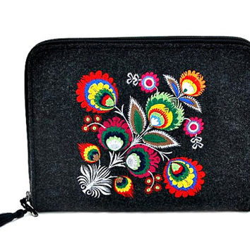 Felt tablet case with flower, ipad sleeve, kindle cover, ipad, felt tablet bag, flower pattern, embroidery, hand made, folk, boho, macbook