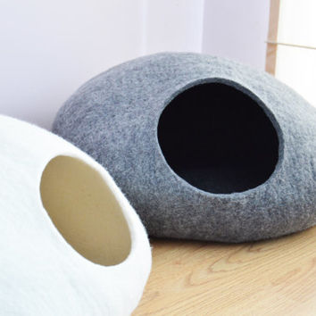 Pet bed / Cat bed / Cat cave / puppy bed / cat house / pet furniture. Custom color hand-felted eco friendly cat bed S, M, L or XL sizes