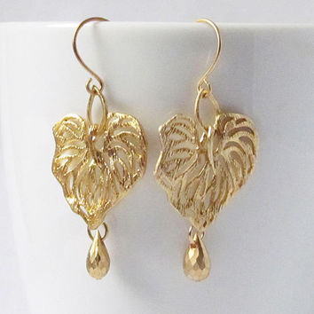 Gold leaf filigree earring dangle romantic botanical everyday jewelry