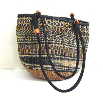 small vintage woven market bag. jute / sisal shoulder bag. Tribal purse.