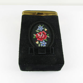 Vintage Cigarette Case Black Suede with Embroidered Pink Rose, 1950's - Le Cas de Cigarettes.