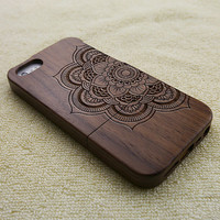 mandala iPhone 5 case, wood iPhone 5S case, wooden iPhone 5 case, mandala iPhone 5S case, floral iPhone 5 case, wooden iPhone case, W2015