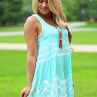 Front Porch Sittin' Tunic in Mint
