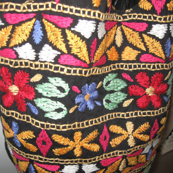 1990s Embroidered purse. Ethnic, Boho, Hippie style. Great for festivals.
