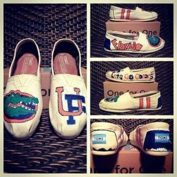 ICIKGQ8 university of florida custom toms vans keds or converse