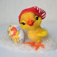Needle felted Easter chicken. Cute animal. Funny toy.