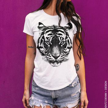 Tiger Shirt, Tiger t-shirt, gift for Tiger lovers, Big Cat, Animal lover, Boyfriend t-shirt, womens tshirt, Gift for Her, Tops and Tees