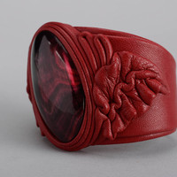 Red bracelet made ??of genuine leather and cow horn