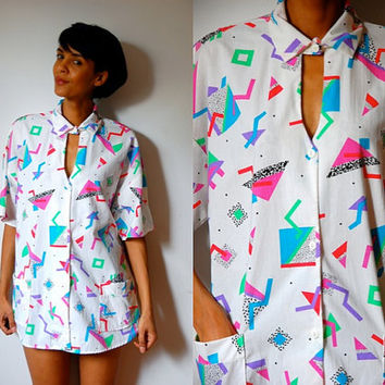 Vtg Keyhole Cutout 80s Crazy Printed White Button Down SS Shirt w Pockets