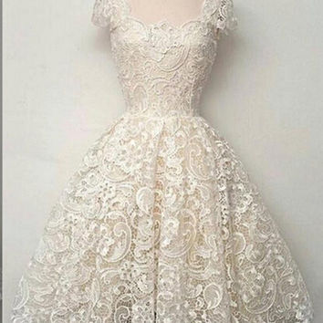Vintage Scoop Short Sleeves Lace Homecoming Dresses