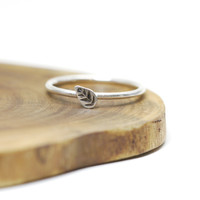 Leaf ring - sterling silver stacking ring - dainty - round- ets
