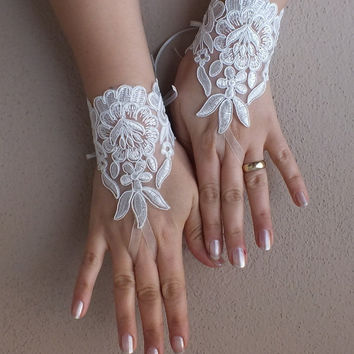 ivory lace Wedding Glove, bridal gloves, short lace glove, Unique lace glove, free ship