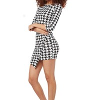 Auditions Oversized Houndstooth Envelope Dress - Black & White from Auditions at ShopRoxx.com