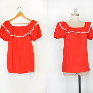 Red Mexican Peasant Fiesta Top • Crochet White Lace Trim • 1980s Red Short Sleeve Blouse • Vintage Bohemian Top • Elastic Scrunchy