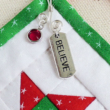 Quilted Christmas Ornament Keepsake Present Topper Green Red Present Decoration Door Knob Hanger Tree Trim Holiday House Warming New Home