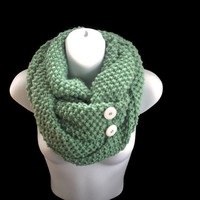 Mint Green Chunky Infinity Scarf with Buttons, Knitted Winter Super Chunky Circle Scarf, Handmade Winter Accessory for Her, Hand Knit Snood