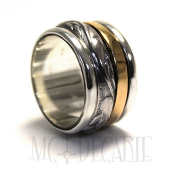 Spinner ring with texture band and 10k solid gold spinner, you can personalize it with an engraving, unisex spinner ring