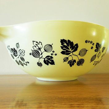Yellow Pyrex Gooseberry 444 Cinderella Mixing Bowl, 4 Quart Pyrex Cinderella Bowl, Yellow and Black Pyrex Gooseberry, Pyrex Nesting Bowl