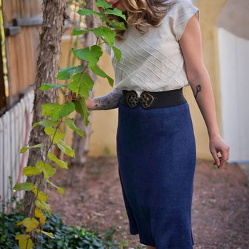 1950s Hand Knit Navy Blue Pencil Skirt / Small