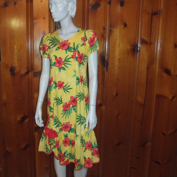 Vintage Hawaiian Dress /  Smock / Muumuu /Made in Hawaii / Rainbow / Yellow Red / Hibiscus Flower / Hula