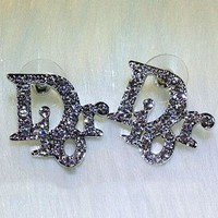 DIOR sells fashionable earrings with diamond stud earrings