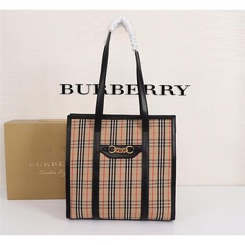 HCXX 19June 283 Burberry The Link Chain Ring Tooth Bag Fashion Show Inspired Zipper Tooth Bag 32.5-32.5-13.5