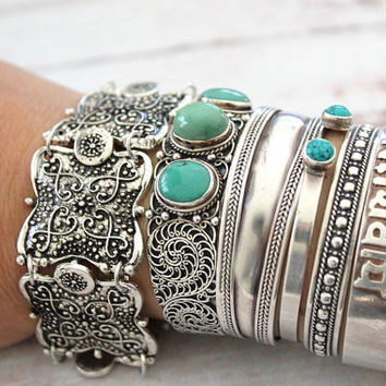 Silver Vintage Charm Wide Cuff Bracelet Bangles Men Retro Carving Flower Bohemian Tibetan Metal Jewelry Accessories for Women