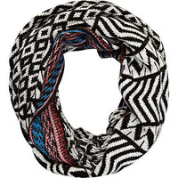 White contrast print snood