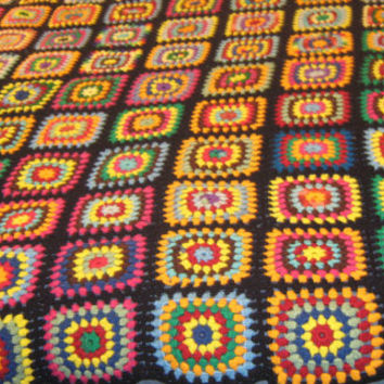 Beautiful Vintage Hand Crochet Granny Square Afghan Bedspread Blanket - 63 x 77