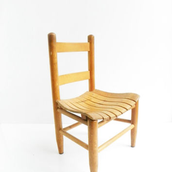 Merveilleux Vintage Childu0026#39;s Wooden Slat Chair