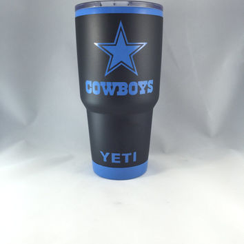 YETI 30 oz Rambler Tumbler Powder Coated Dallas Cowboys Matte Black Blue Perfect for Man Cave