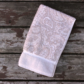 Vintage Beige & White Hand or Dish Towel | Royal Velvet by Fieldcrest | Paisley Design | Neutral Colors | Bathroom or Kitchen Decor