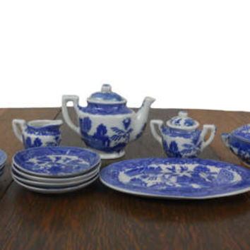 Vintage Blue Willow Toy China Childrens 16 Piece Medium Dinner Set - Platter, Covered Dish, Saucers, Plates,  Creamer & More - Service for 4